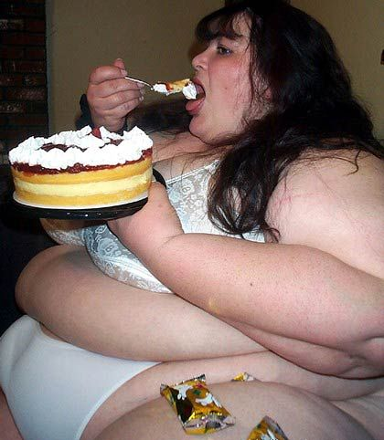 very-fat-woman-eating_130682670469